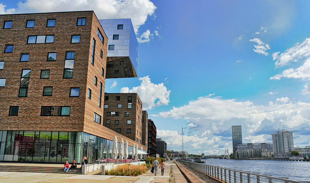 Berlin office market: Spree river bank with office buildings