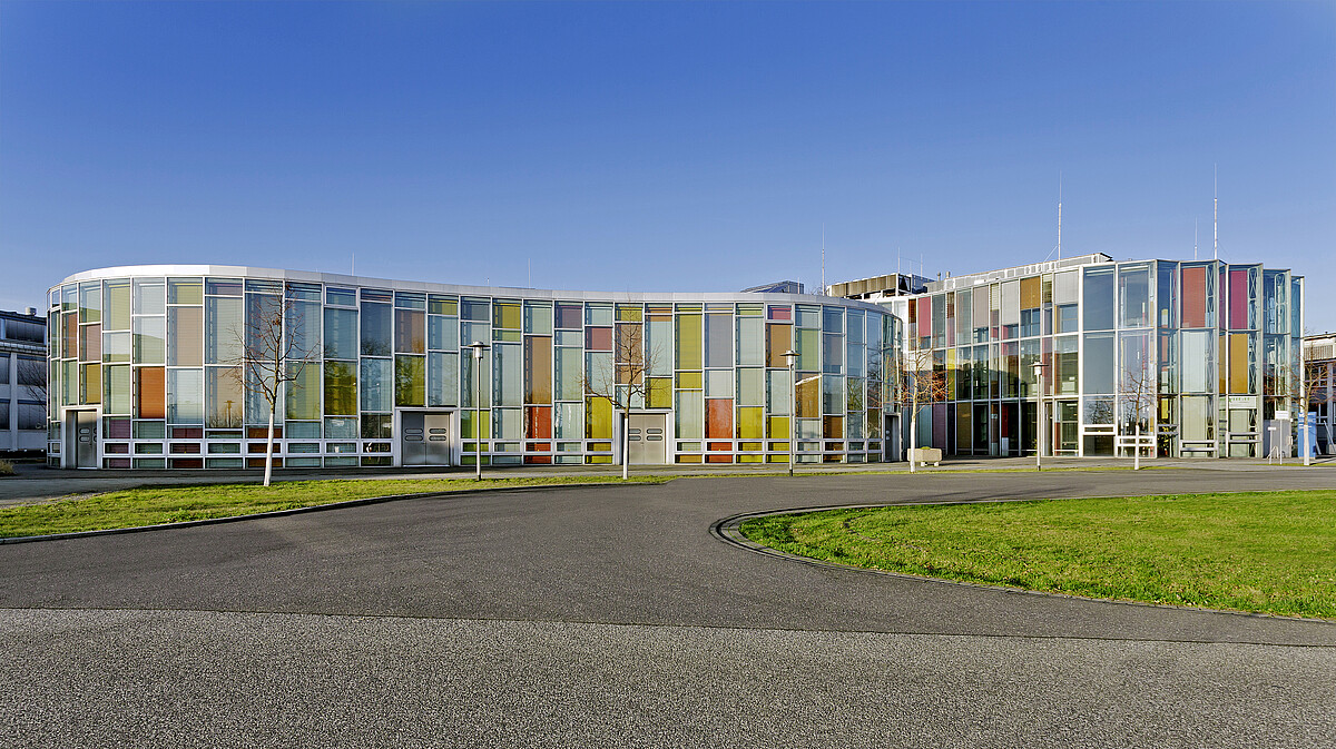 Adlershof technology center for photonics